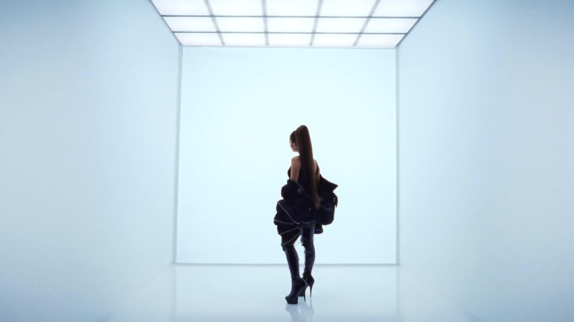 Ariana Grande x Vogue