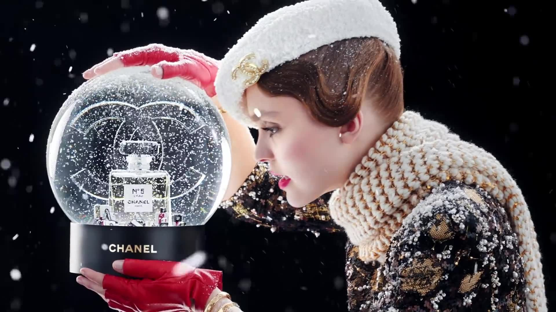CHANEL x HOLIDAY